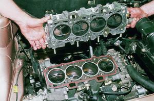 Демонтаж и установка головки блока цилиндров автомобиля Opel record C D E.
