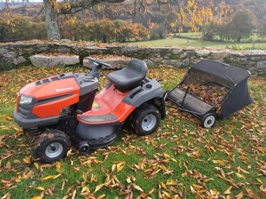 traktorek-zbierajacy-liscie